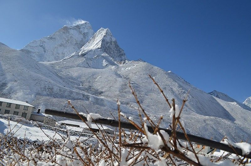 everest-under-the-blanket-of-snow